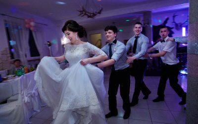 Fotograf ślubny pozwala powracać do niepowtarzalnych chwil